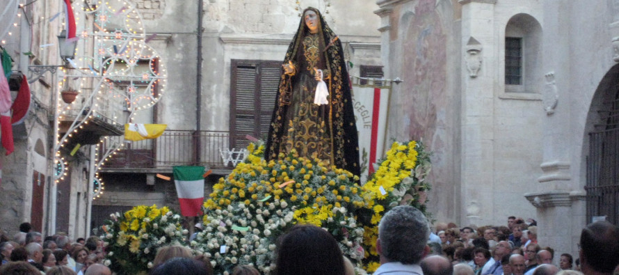 Our Lady in Easter procession