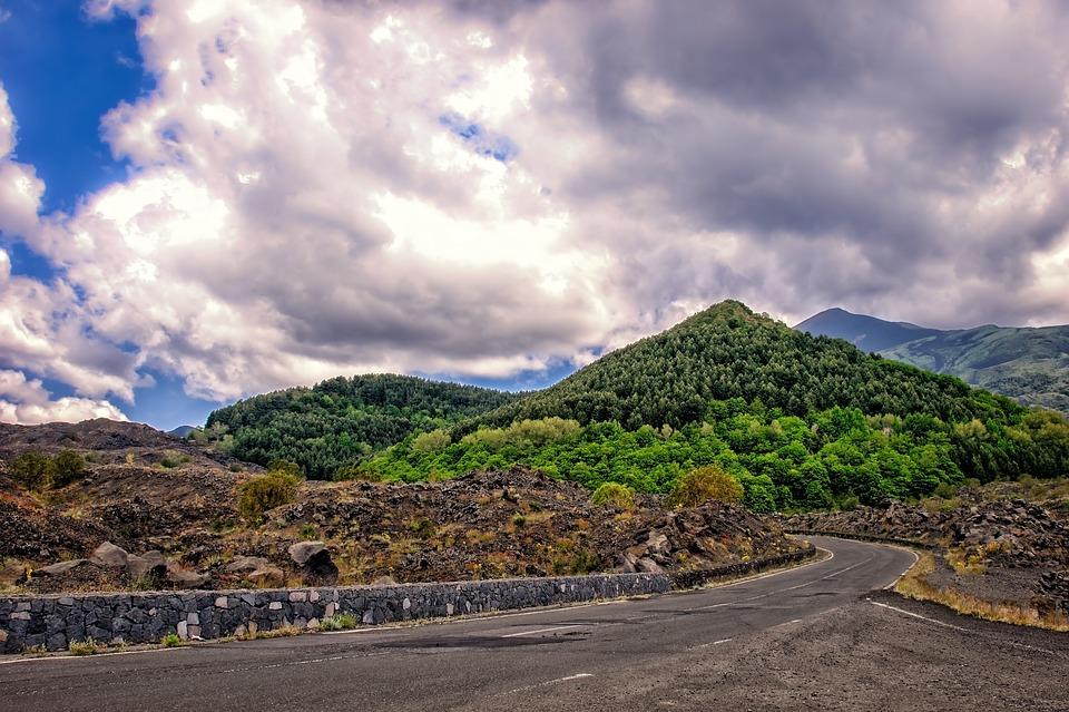 una strada per raggiungere l'Etna