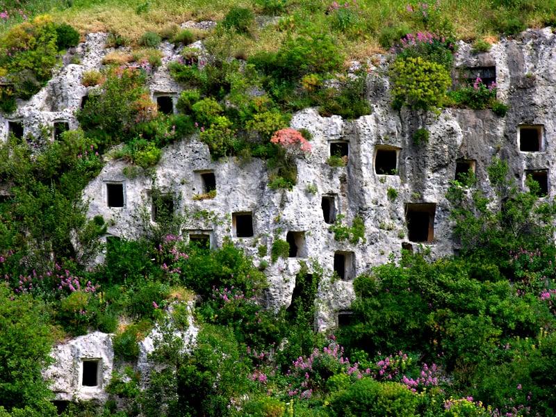 Necropoli di Pantalica Ripartenza in Sicilia escursioni da Catania